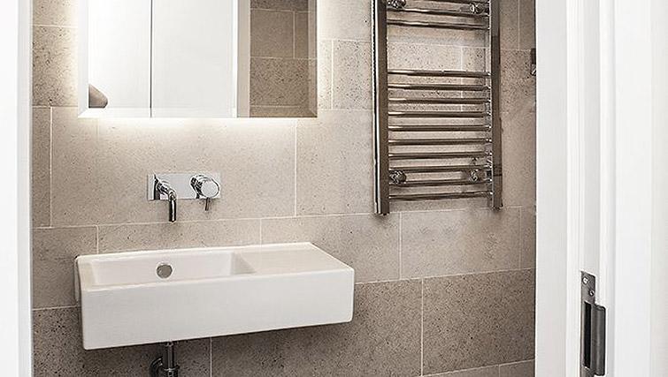Studio bathroom at 88 Studios Kensington - Citybase Apartments