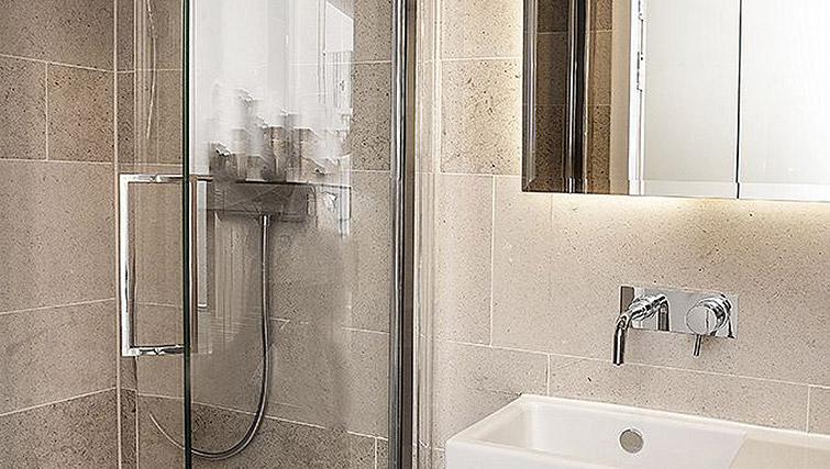 Bathroom at 88 Studios Kensington - Citybase Apartments