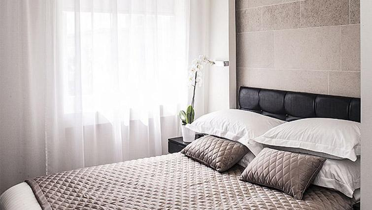 Bright studio room at 88 Studios Kensington - Citybase Apartments
