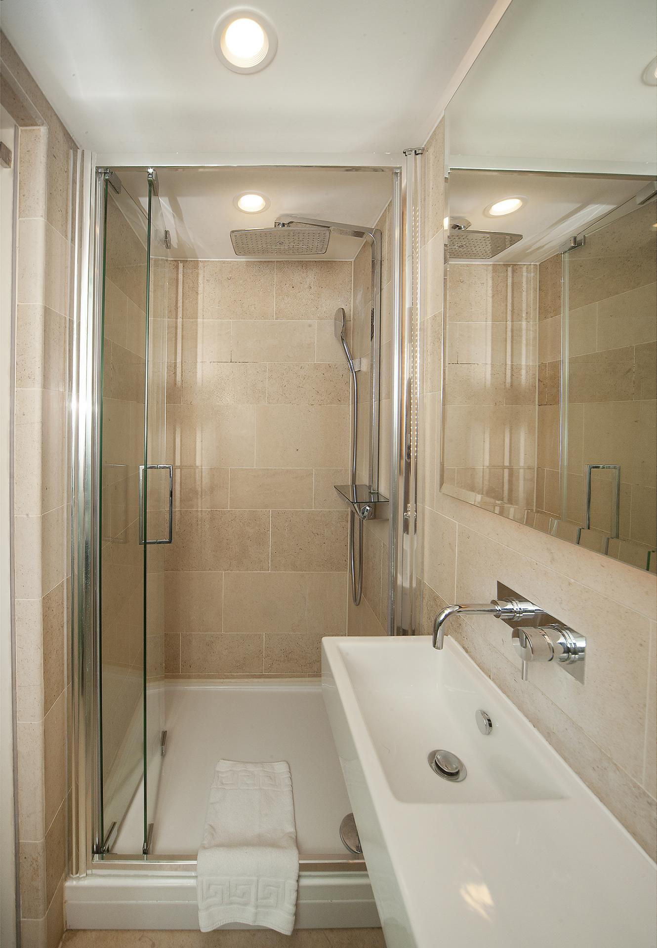 Shower at 88 Studios Kensington - Citybase Apartments