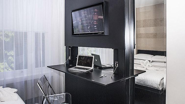 Work desk at 88 Studios Kensington - Citybase Apartments
