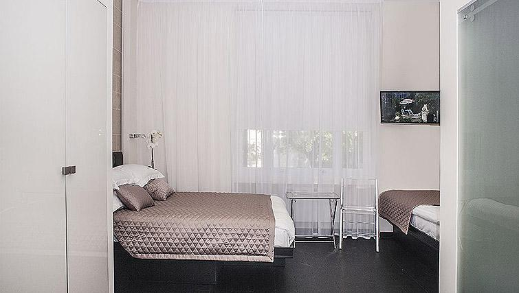 Cosy double bed at 88 Studios Kensington - Citybase Apartments