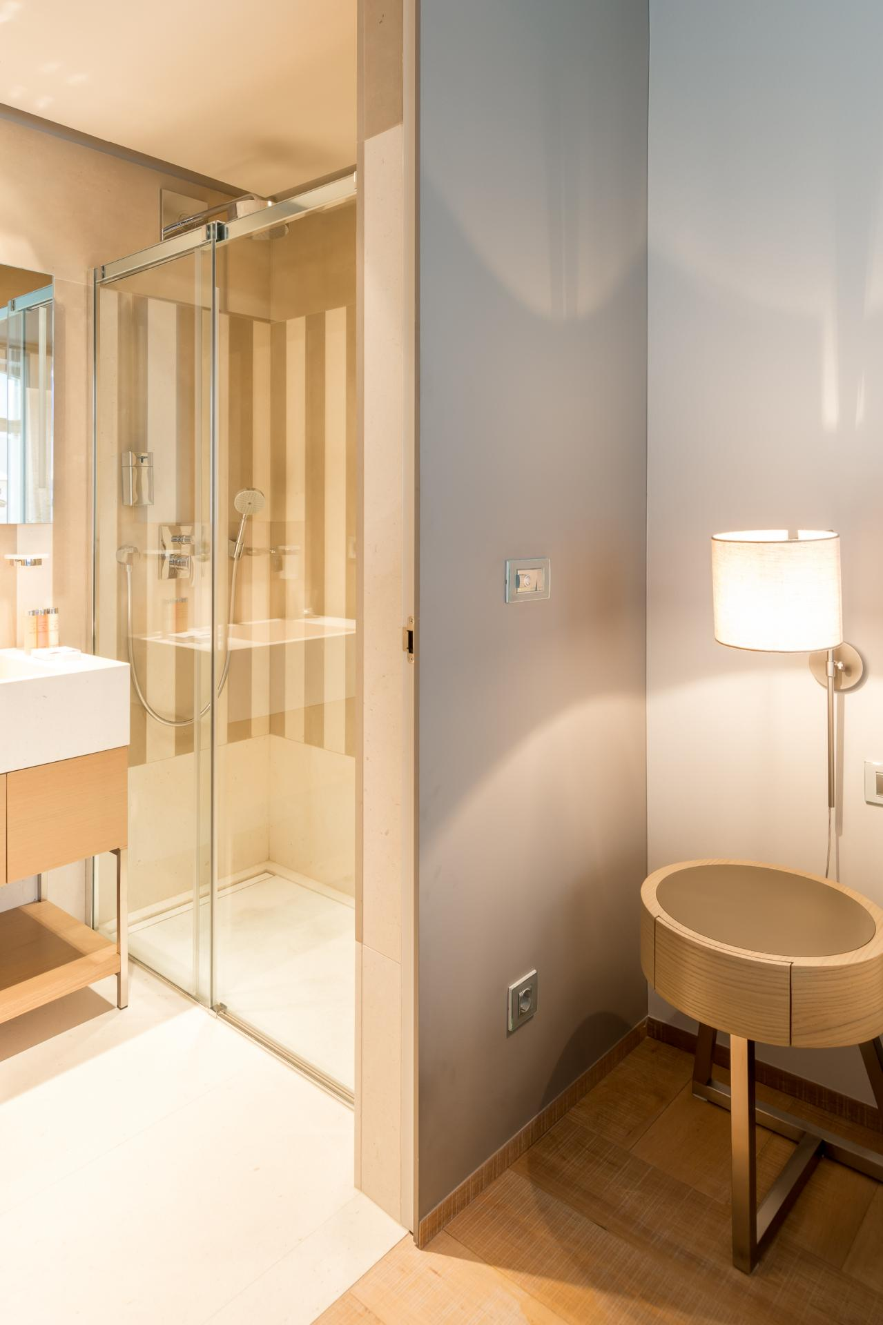 Shower at Guillaume Suites - Citybase Apartments