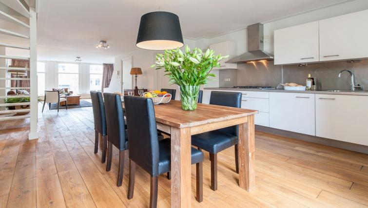 Dining area at Jordaan Westerstraat, Amsterdam - Citybase Apartments