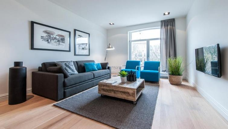 Living room at the Tropen Commelinstraat Apartments, Amsterdam - Citybase Apartments