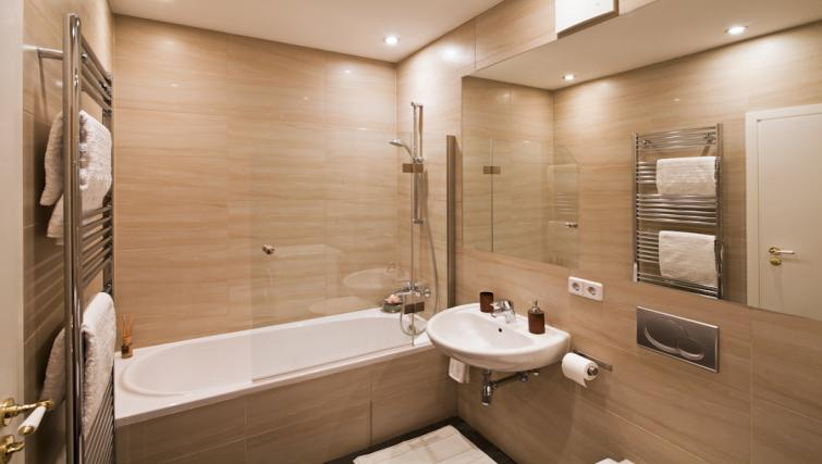 Bathroom in 3 bed at Luxoise Apartments - Citybase Apartments
