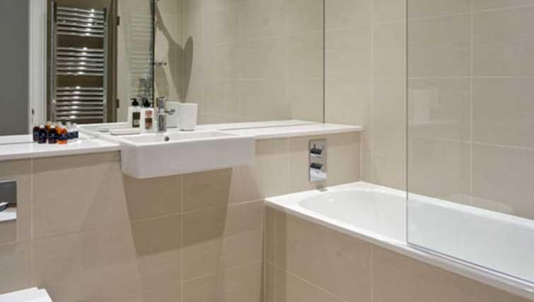 Bath at Princes Street Residence - Citybase Apartments