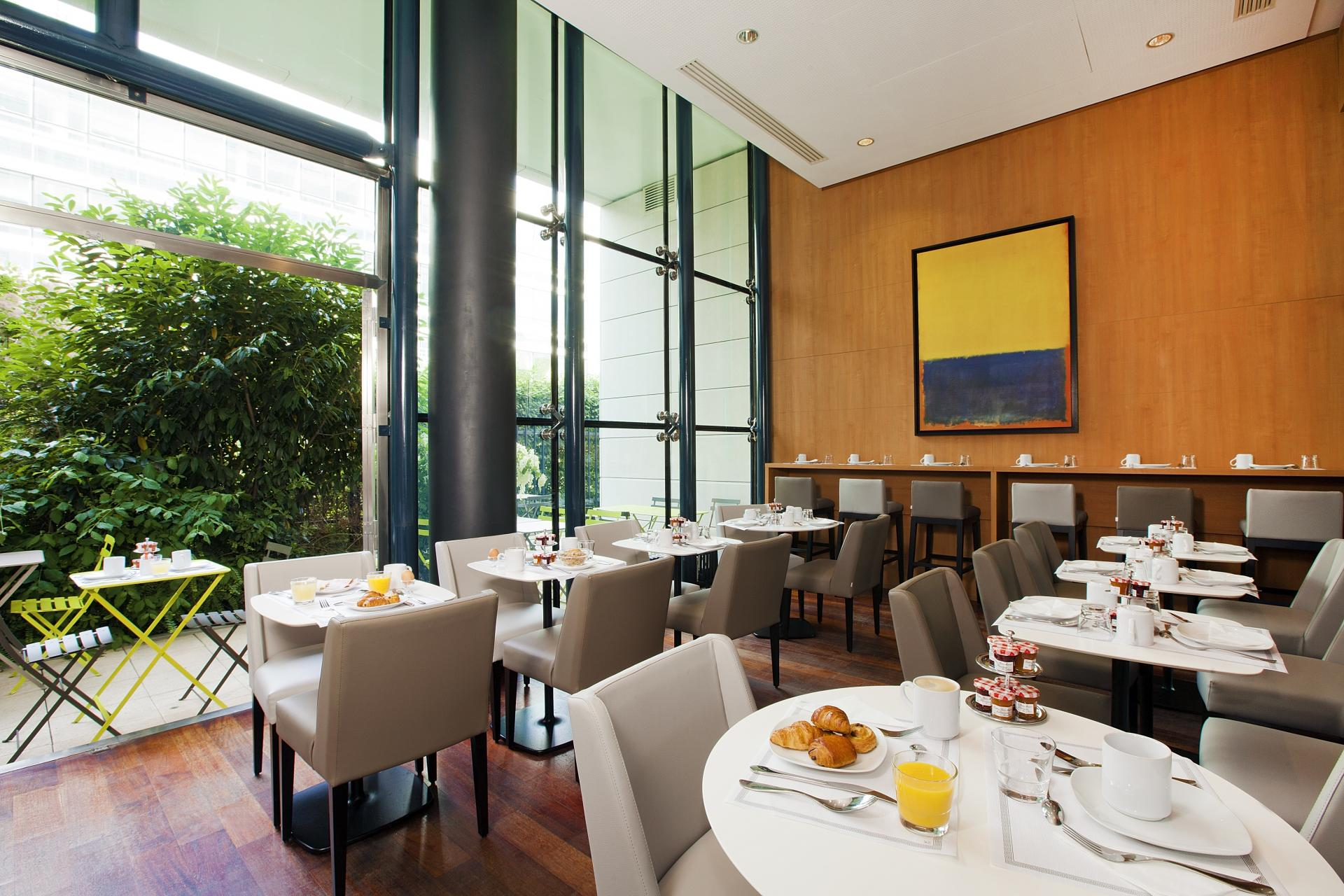 Restaurant at Residhome Bois Colombes Monceau Apartments - Citybase Apartments
