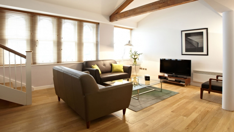 Spacious living area in 196 Bishopsgate Apartments - Citybase Apartments