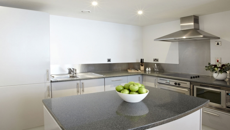 Modern kitchen in 196 Bishopsgate Apartments - Citybase Apartments