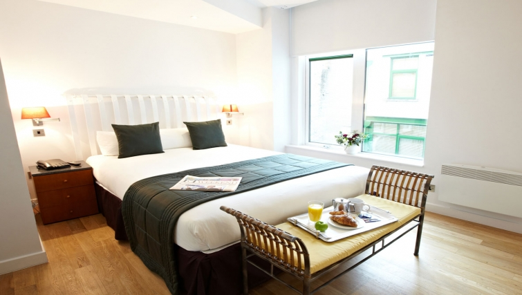 Cosy bedroom in 196 Bishopsgate Apartments - Citybase Apartments