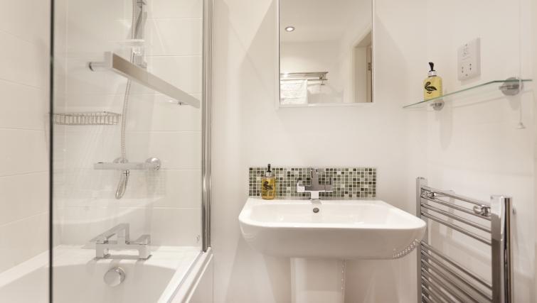 Bathroom at Bowling Green Courtyard Apartments - Citybase Apartments