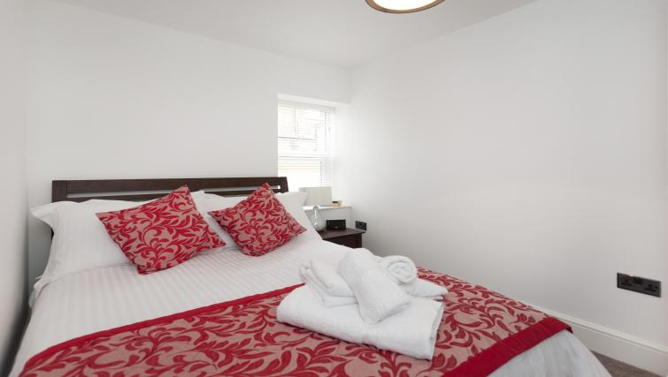 Bedroom at Bowling Green Courtyard Apartments - Citybase Apartments