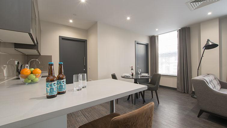 Dining area at SACO The Cannon - Citybase Apartments