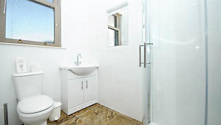 Bathroom at Dumyat Apartment - Citybase Apartments