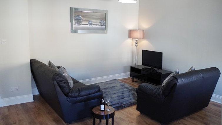 Living space at Saint Vincent Street Apartments - Citybase Apartments