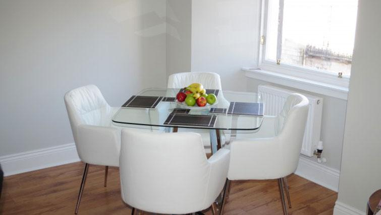 Dining table at Saint Vincent Street Apartments - Citybase Apartments