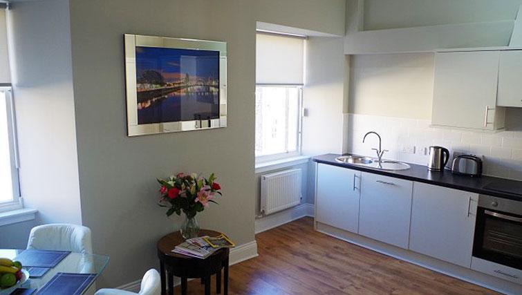 Kitchen/living area at Saint Vincent Street Apartments - Citybase Apartments