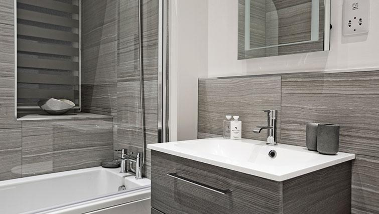 Family bathroom at Apple Apartments Devanha Gardens - Citybase Apartments