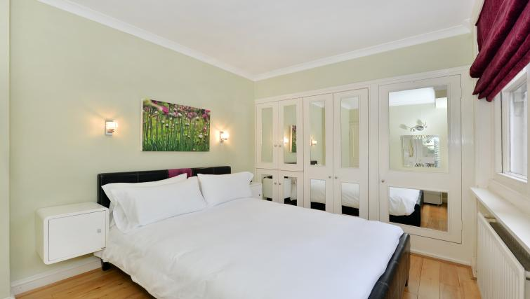 Double bed at 43-49 Chiltern Street Apartments - Citybase Apartments