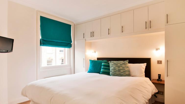 Double bedroom at 43-49 Chiltern Street Apartments - Citybase Apartments