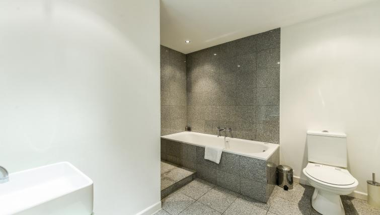 Bathroom at 43-49 Chiltern Street Apartments - Citybase Apartments