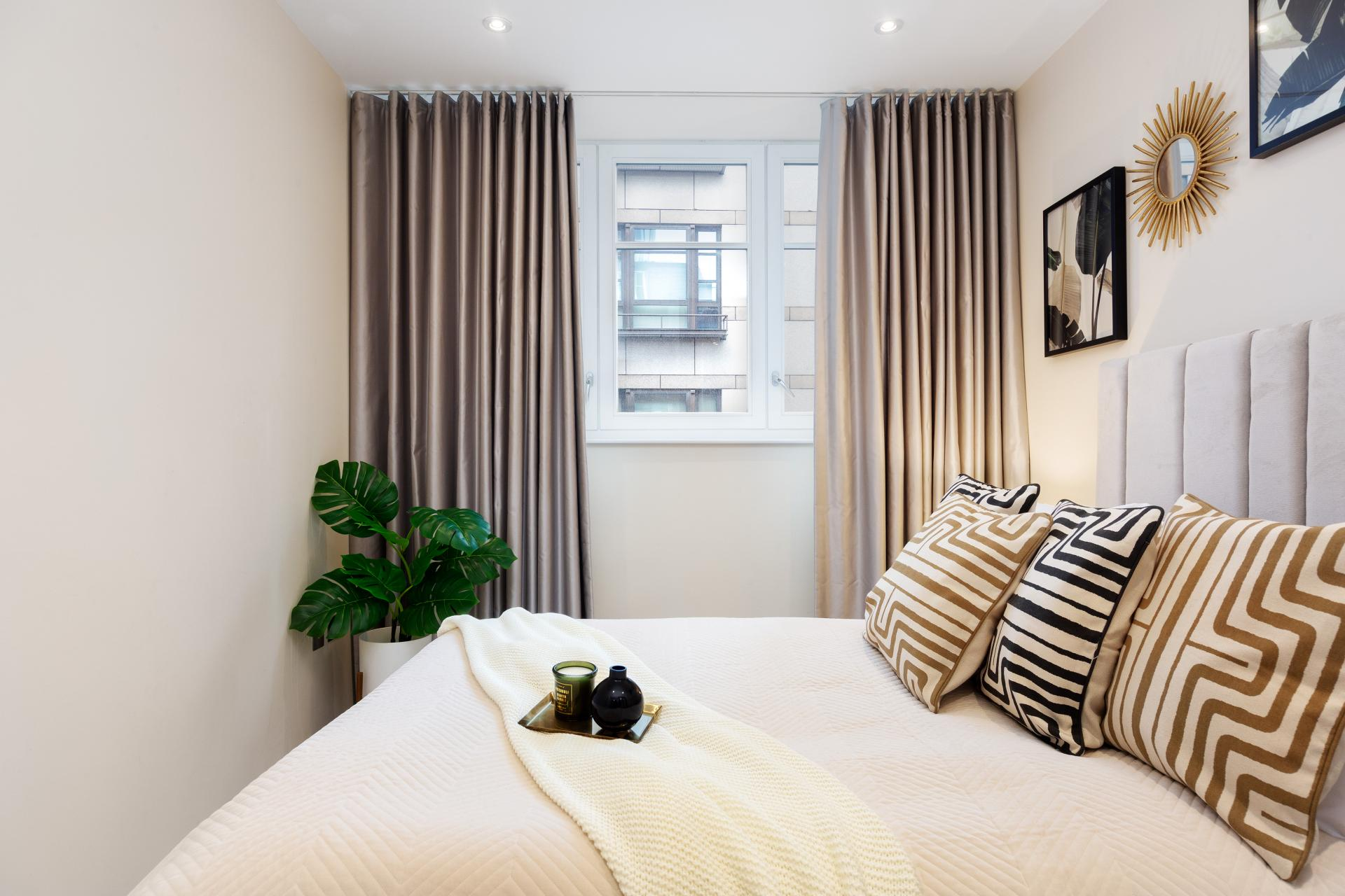 Bed at Chancery Lane Apartment, Chancery Lane, London - Citybase Apartments