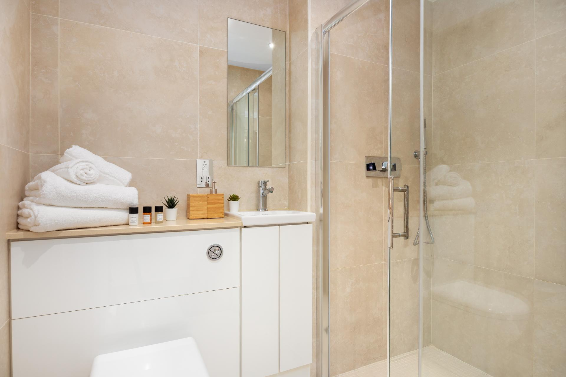 Bathroom at Chancery Lane Apartment, Chancery Lane, London - Citybase Apartments