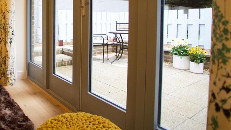 Patio at Pringle House Apartments - Citybase Apartments