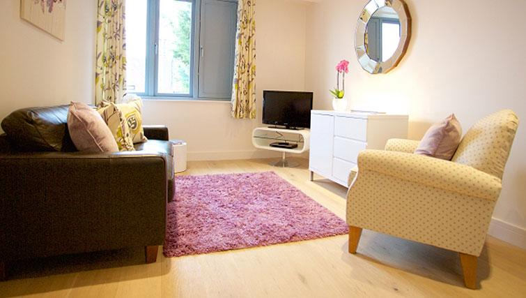 Bright living area at Pringle House Apartments - Citybase Apartments