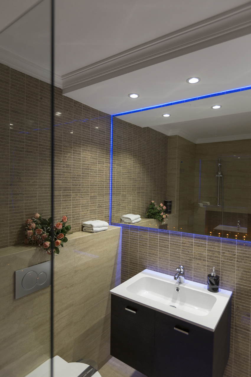 Bathroom at Villa Vinicia Apartments - Citybase Apartments