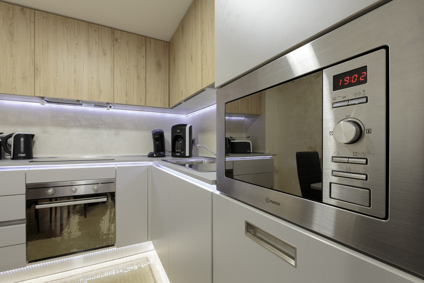 Microwave at Villa Vinicia Apartments - Citybase Apartments