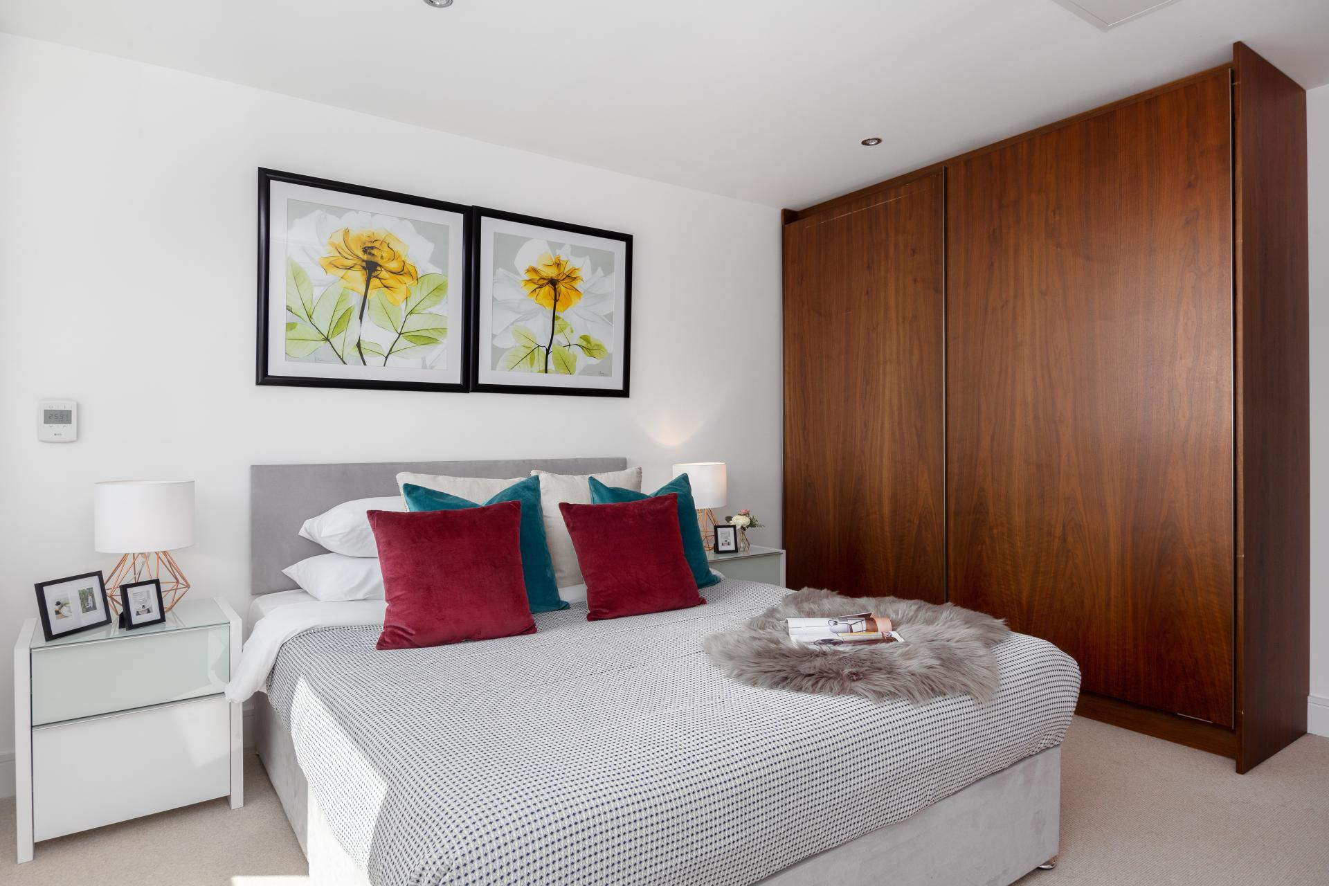 Cosy bed at Duckman Tower Lincoln Plaza Apartments - Citybase Apartments