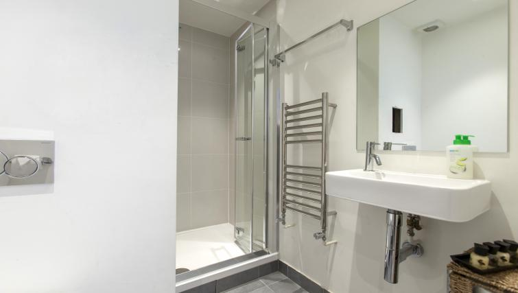 Bathroom at Piccadilly Apartments - Citybase Apartments