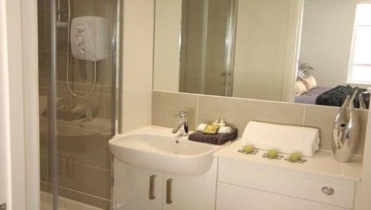 Bathroom at Hatfield Apartments - Citybase Apartments