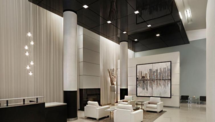 Communal lounge at West Washington Street Apartments - Citybase Apartments