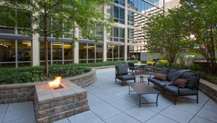 Outdoor lounge at West Washington Street Apartments - Citybase Apartments
