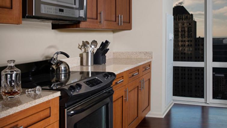 Kitchen at West Washington Street Apartments - Citybase Apartments