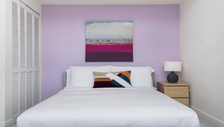 Bed at Dharma Home Suites Brickell - Citybase Apartments