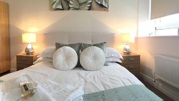 Master bedroom at Skyline House Apartments - Citybase Apartments