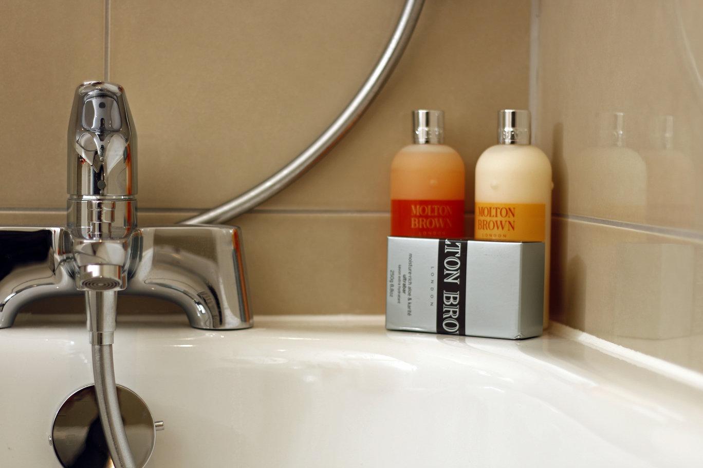 Bath at Skyline House Apartments - Citybase Apartments