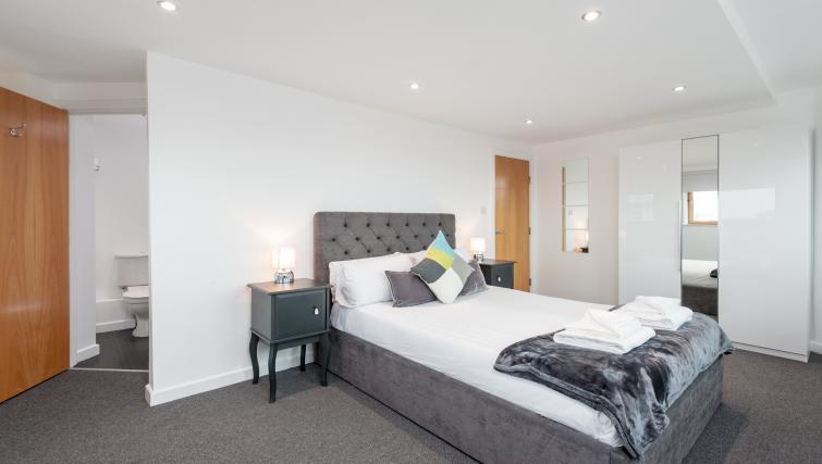 Bed at Pinnacle Apartments - Citybase Apartments