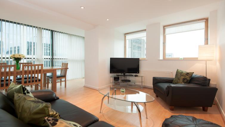 Living room at Pinnacle Apartments - Citybase Apartments