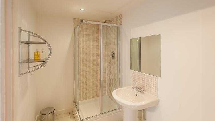 Shower at Pinnacle Apartments - Citybase Apartments