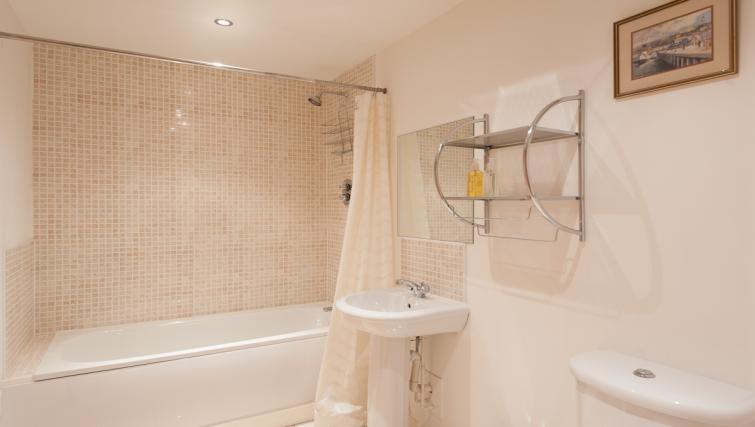 Bathroom at Pinnacle Apartments - Citybase Apartments