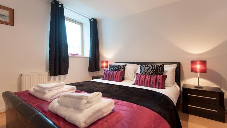 Bedroom at Pinnacle Apartments - Citybase Apartments