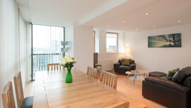Dining table at Pinnacle Apartments - Citybase Apartments