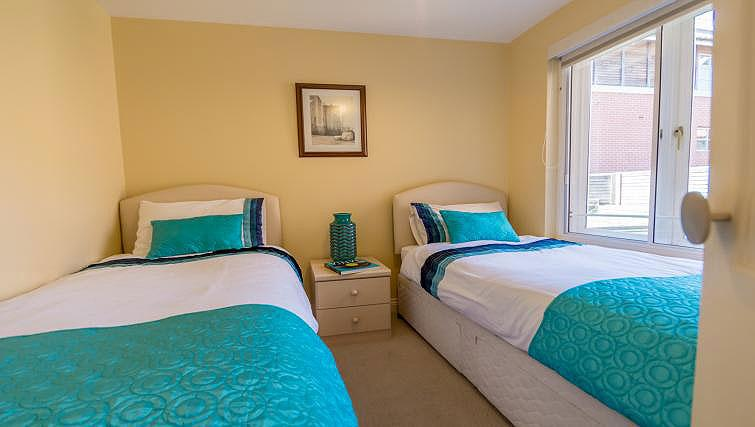Twin bedroom at 4 Queens Court Apartment - Citybase Apartments