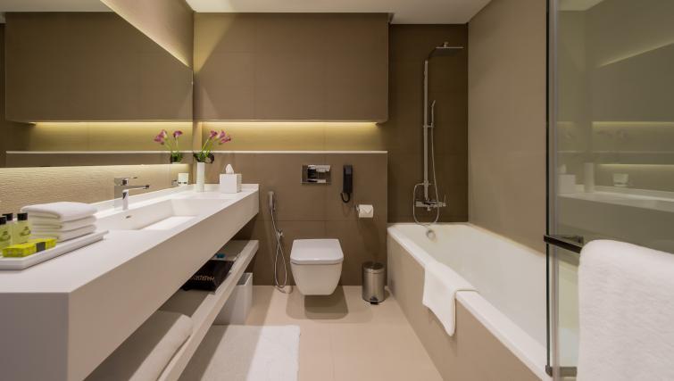 Bath at InterContinental Dubai Marina - Citybase Apartments