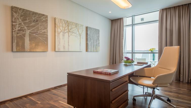 Desk at InterContinental Dubai Marina - Citybase Apartments